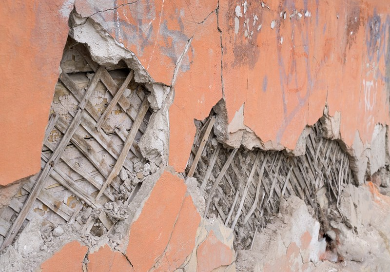 How to Remove Plaster Walls After a Flood